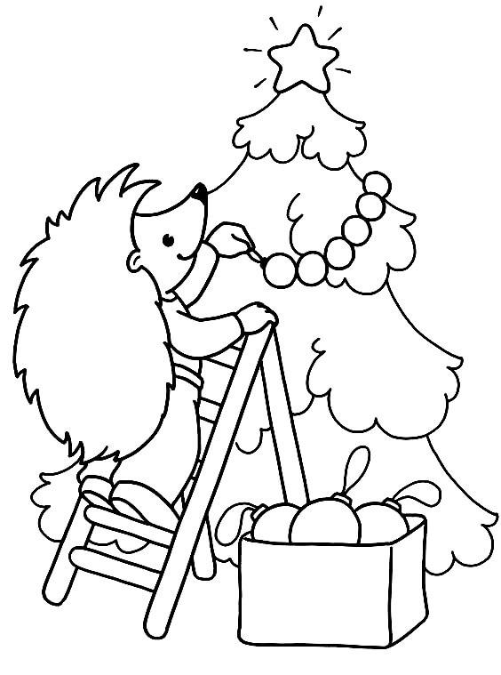 Раскраска Ёжик украшает ёлочку
